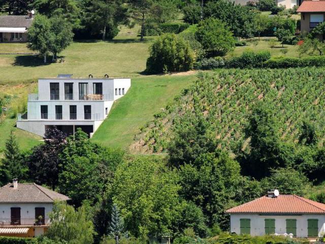 Un bloc de béton pour un effet minéral  - Une maison en béton grimpe au cœur des vignes
