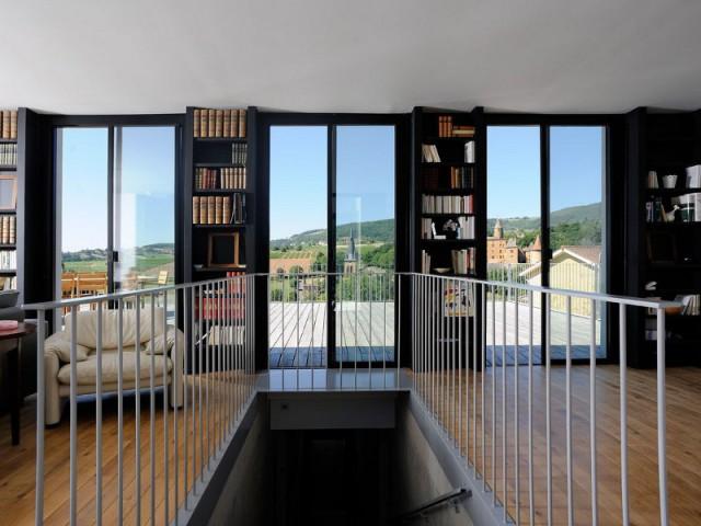 Un intérieur cubique pour rappeler le style de la bâtisse - Une maison en béton grimpe au cœur des vignes