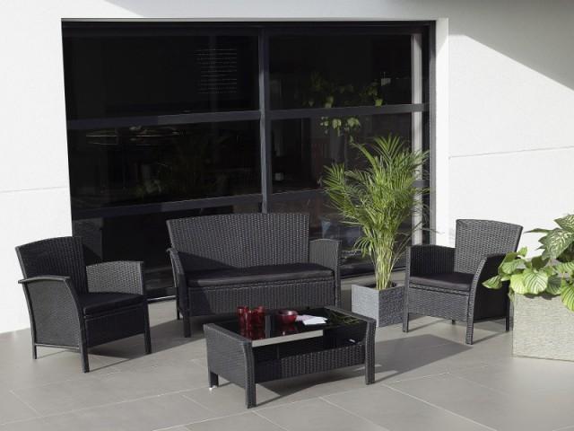 Un mobilier de jardin en résine tressée pour une terrasse pleine de contrastes - La résine tressée pour le mobilier de jardin