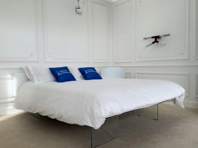 Une chambre parentale comme dans un hôtel parisien chic - Un appartement aménagé dans la Tour Eiffel