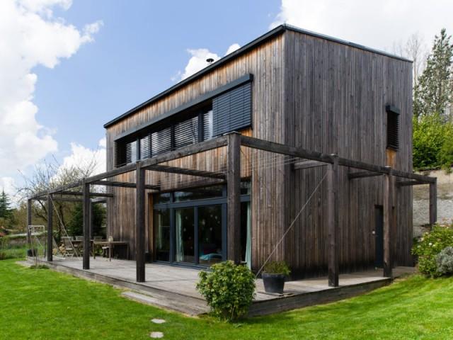 Une maison passive en bois gris au coeur des Yvelines