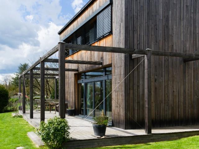 Une maison passive en bois pour un effet vieilli - Une maison passive en bois gris au coeur des Yvelines