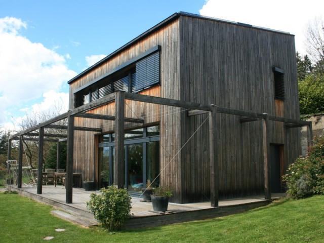 Une maison passive pionnière dans les Yvelines - Une maison passive en bois gris au coeur des Yvelines