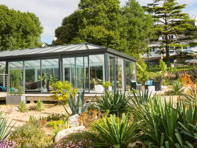 Une véranda adaptée à la région  - Une véranda se lie à une maison contemporaine