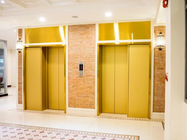 Des ascenseurs dans une copropriété