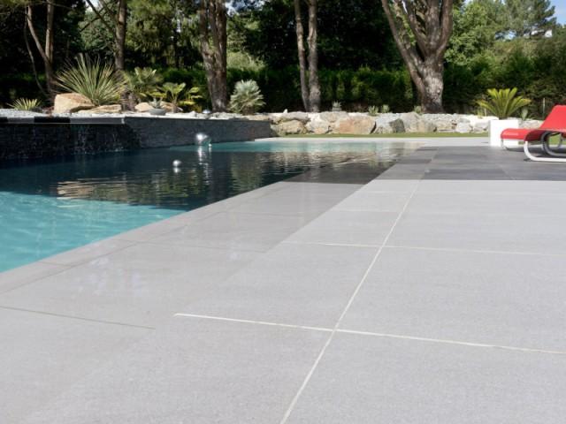 Une piscine miroir pour un jeu de lumière  - Une piscine équipée d'une fosse de plongée
