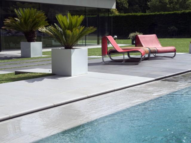 Une alarme de piscine pour éviter les accidents - Une piscine équipée d'une fosse de plongée