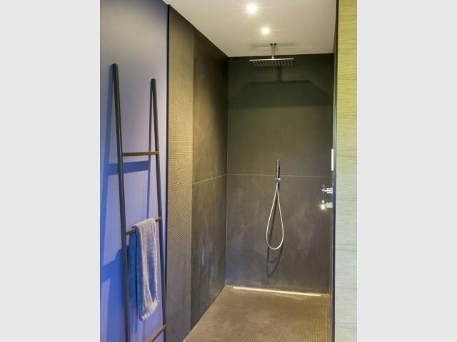 """Une douche comme une """"bulle d'intimité"""" - Une maison contemporaine au coeur de la nature"""
