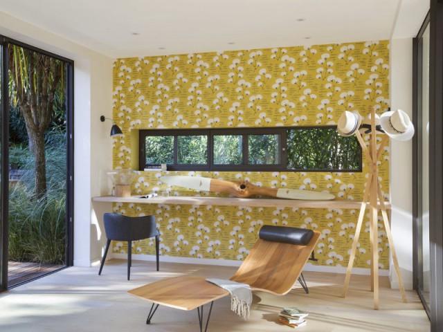 Un espace bureau bercé par une note florale - Une maison contemporaine au coeur de la nature