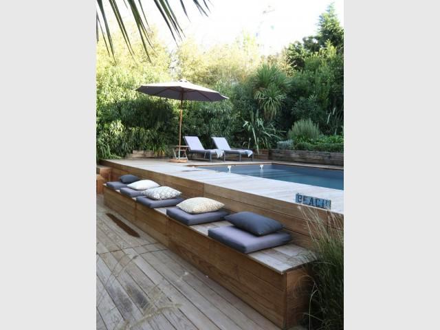 Une piscine boisée épouse les lignes naturelles du jardin  - Une maison contemporaine au coeur de la nature