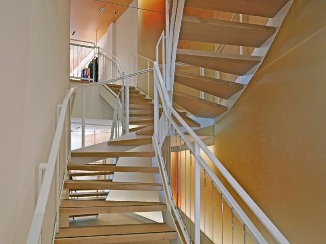 Un espace de 140 m² sur deux niveaux, rue de Buci  - La boutique Cacharel rue de Buci à Paris conçue par les équipes de Jean Nouvel Design