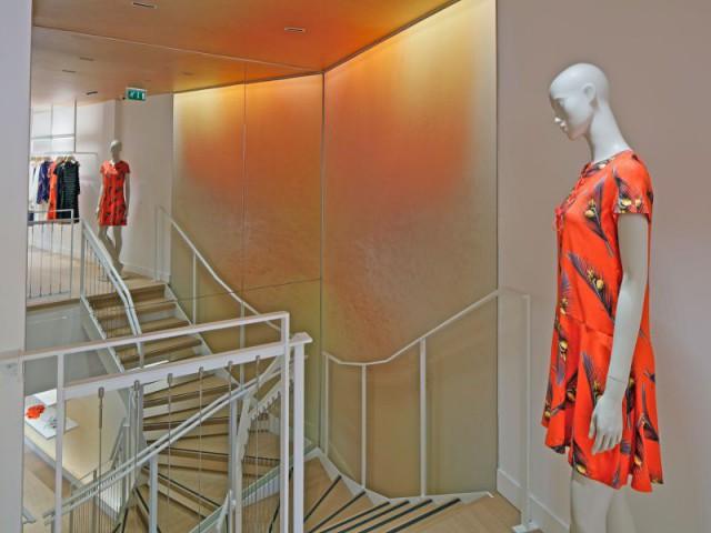 Une enseigne de mode tournée vers l'international  - La boutique Cacharel rue de Buci à Paris conçue par les équipes de Jean Nouvel Design