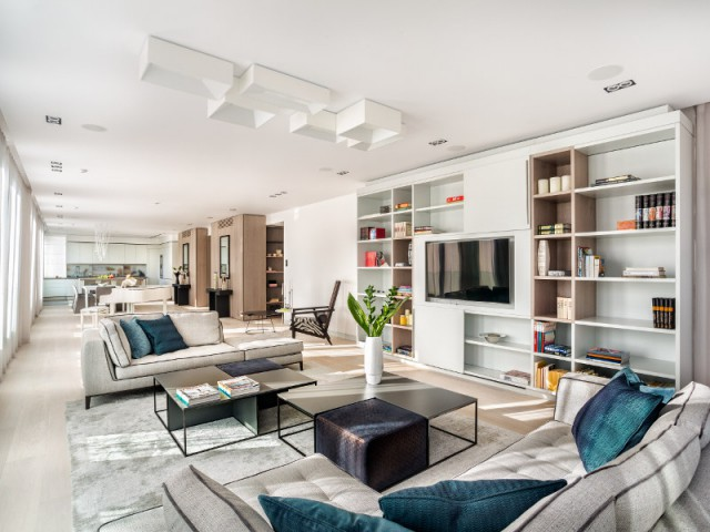 La pièce à vivre décloisonné du penthouse de luxe