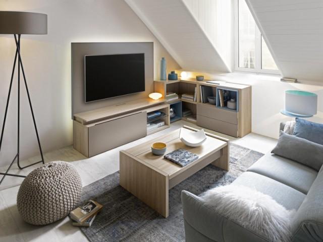 Aménager les combles en un salon TV familial