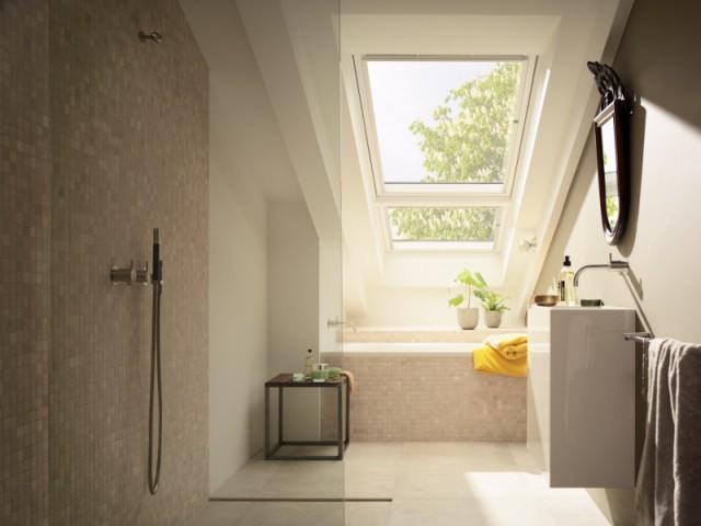 Aménager les combles en une salle de bains moderne