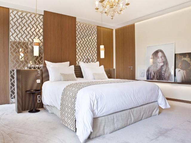 Une chambre au luxe intemporel comme dans un hôtel - Changement de style pour un luxueux duplex baroque