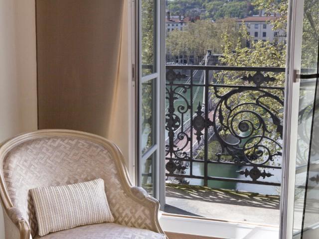 Un balcon pour profiter de la vue du duplex - Changement de style pour un luxueux duplex baroque
