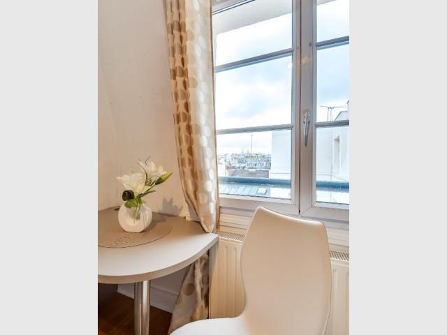 Des meubles arrondis au salon pour une ambiance conviviale - Optimiser un studio grâce au feng shui