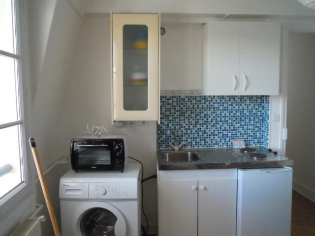 Avant : une cuisine mal agencée - Optimiser un studio grâce au feng shui