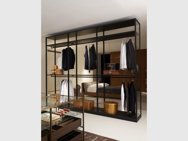 Un dressing élégant pour une chambre contemporaine   - Un dressing pratique et esthétique.