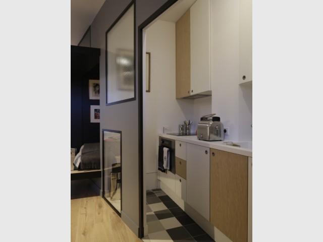 Une petite cuisine toute équipée  - Jeux de niveaux pour un studio parisien
