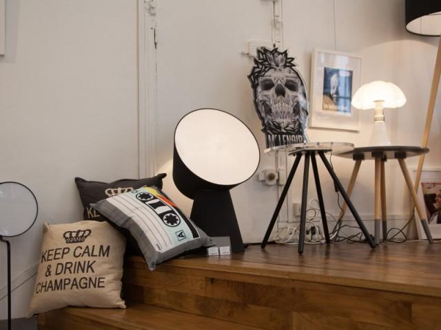 Des chaises modernes en verre acrylique signé Djibril Cissé - Djibril Cissé lance sa collection de meubles
