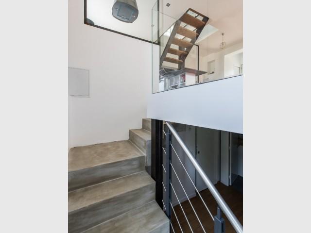 Une entrée discrète pour accéder aux différentes pièces de vie - une maison des années 1920 entièrement rénovée