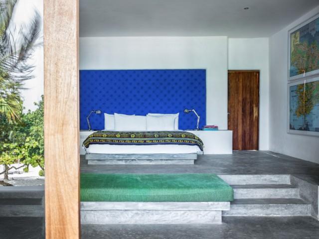 Une tête de lit bleu saphir pour sublimer une chambre - Dix idées à copier pour son intérieur.