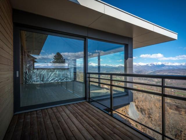 Une construction de type maison passive, avec vue sur les Alpes - Maison sur pilotis