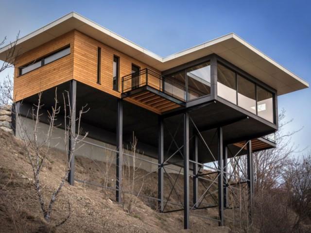 Maison suspendue au-dessus du vide : une construction délicate - Maison sur pilotis