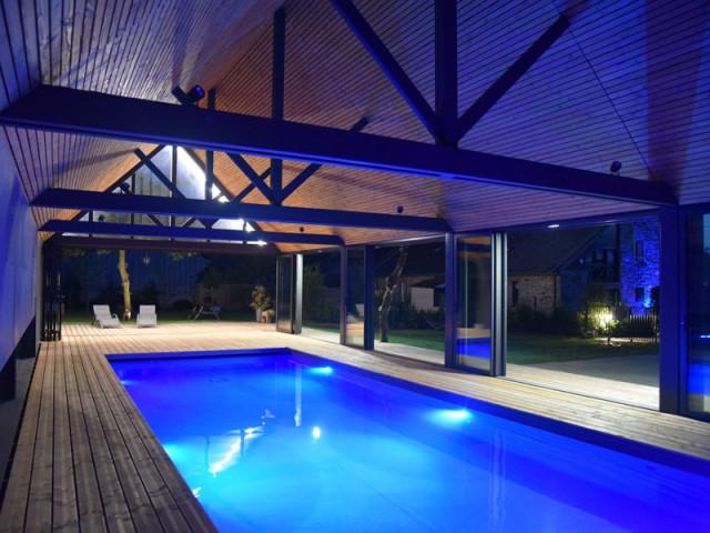 Un abri de piscine inspiré des hangars agricoles  - Un abri de piscine inspiré des hangars agricoles