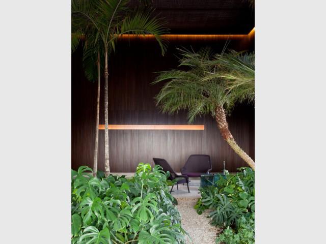 Un jardin exotique au dernier étage d'un penthouse