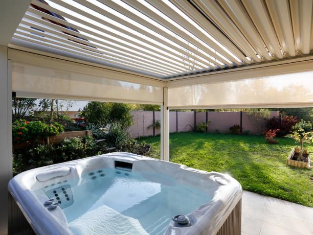 Profiter du spa malgré le soleil et le vent