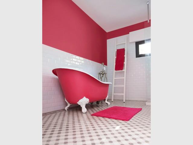 salle de bains osez la couleur. Black Bedroom Furniture Sets. Home Design Ideas