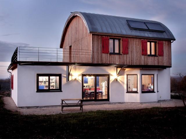 Une maison bois écologique façon roulotte