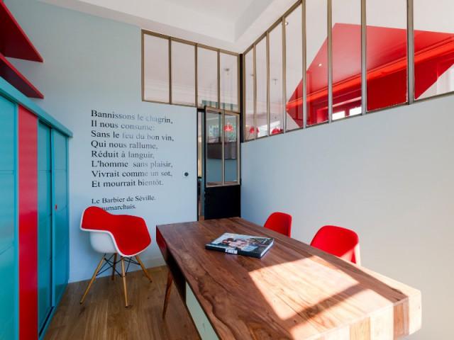 Un bureau coloré et plein de poésie