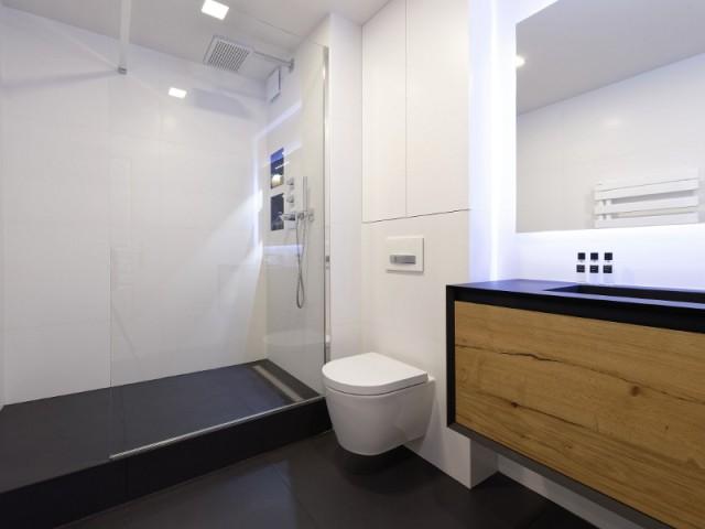 Une salle de bains élégante tout en subtilités