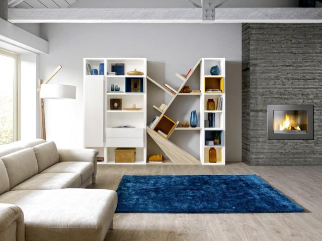 Un tapis bleu foncé pour un salon chaleureux
