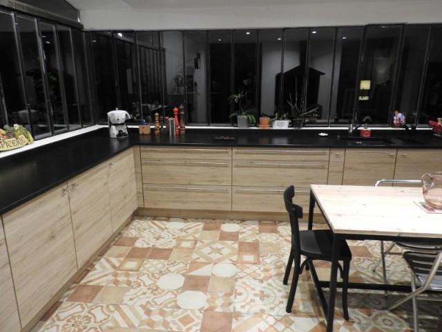 Du bois sur  le mobilier de la cuisine