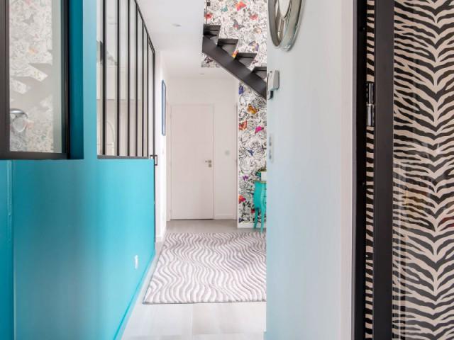 Une maison baignée de lumière et de couleurs