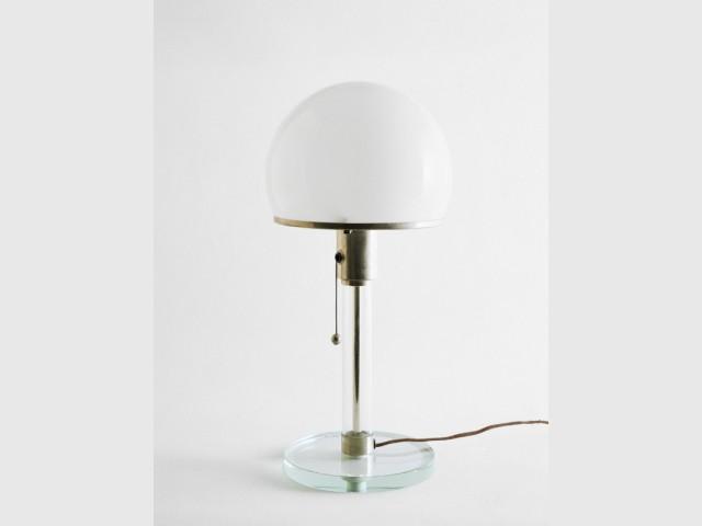Lampe Wagenfeld exposée au Musée des Arts Déco