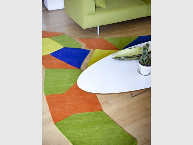 Des tapis ultra colorés pour un salon acidulé