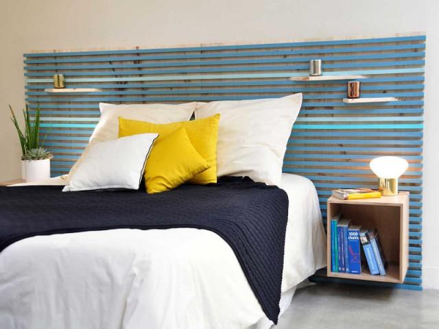 Une tête de lit en tasseaux de bois à faire soi-même