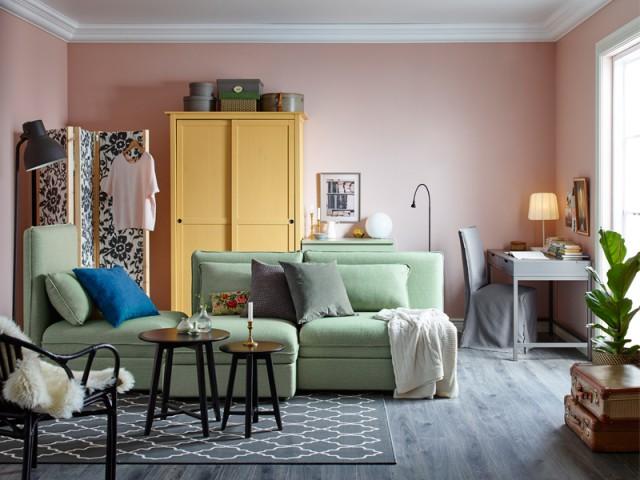 Un mur rose pour un salon douillet et chic - Inpiration couleur : Osez le rose !