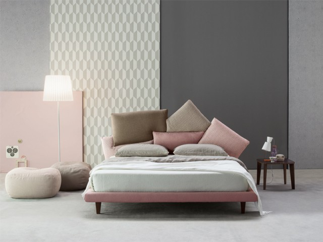 Un sommier et des coussins roses pour une chambre pleine de douceur - Inpiration couleur : Osez le rose !