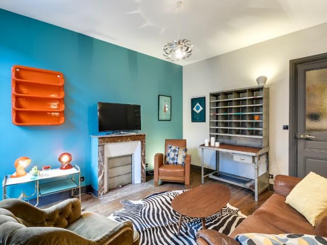 Une déco vintage pour un salon coloré