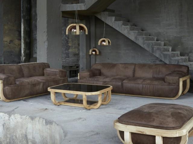 Une table basse galbée en bois pour un salon minéral