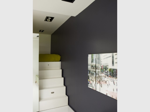 Un petit escalier pour accéder à la chambre  - Un appartement de bord mer lumineux et chaleureux