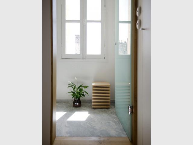 des meubles en bois sur mesure pour restructurer un appartement bordelais. Black Bedroom Furniture Sets. Home Design Ideas