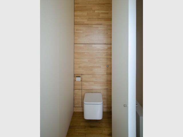 Des toilettes spacieuses aux multiples rangements